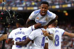 Le Real Madrid en pleine célébration après le but de David Alaba, dimanche 24 octobre lors du match face à Barcelone.