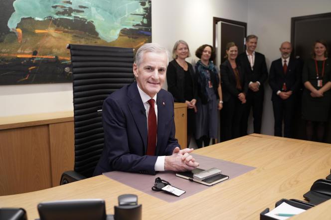 Le nouveau premier ministre norvégien, Jonas Gahr Store, dans son bureau à Oslo, le 14octobre 2021.