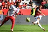 Youcef Atal sur l'action du premier but de Nice lors de la 11e journée de Ligue 1 contre Lyon, le 24 octobre 2021 à l'Allianz Riviera de Nice.