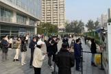 File d'attentepour se faire dépister près d'un centre commercial de Pékin, après de nouveaux cas de Covid-19, en Chine, le 25 octobre 2021.