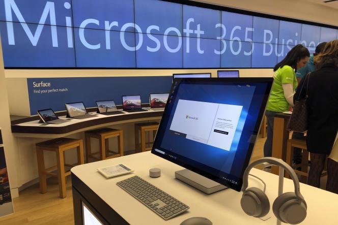 Le 28 janvier 2020, un ordinateur Microsoft exposé dans un magasin Microsoft de la banlieue de Boston.