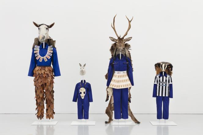 Ce «Totem Family», par Marcus Coates, donne le ton, dès l'entrée de l'exposition.