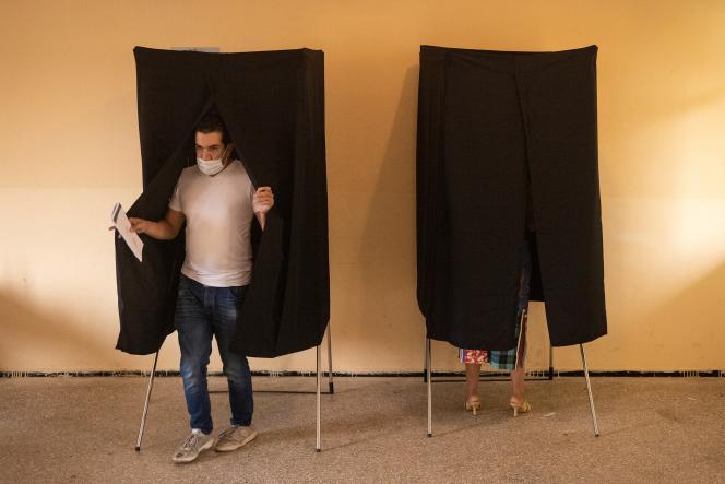 Dans un bureau de vote à Rabat, le 8septembre 2021.