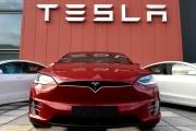 L'entreprise de location de voitures Hertz a annoncé qu'elle allait acheter 100000 véhicules électriques à Tesla pour moderniser sa flotte.