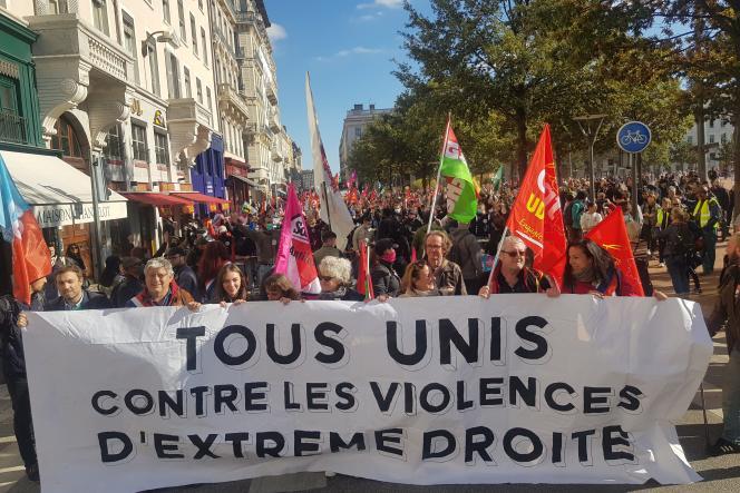 Environ 2000 personnes ont manifesté contre l'extrême droiteà Lyon le 23 octobre 2021.
