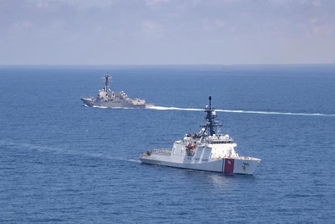 Un navire de garde-côte américainstraverse le détroit de Taïwan, le 27 août 2021.