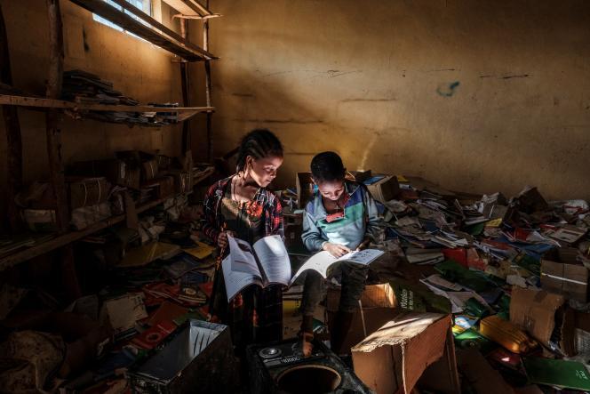 Des enfants dans la bibliothèque d'une école primaire à Bisober, en Ethiopie, en décembre 2020.