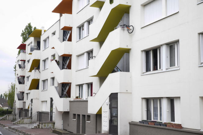 Un immeuble faisant partie du lotissement HLM d'Aulnay-sous-Bois, commune du département de la Seine-Saint-Denis,le 14 avril 2017