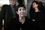 L'écrivaine française Christine Angot pour «Le Voyage de l'Est» réagit après avoir reçu le prix Médicis, à Paris, le 26 octobre 2021.