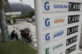 Les prix des carburants se sont envolés ces derniers mois au Brésil, ici dans une station Petrobras à Rio de Janeiro, le 26 octobre 2021.