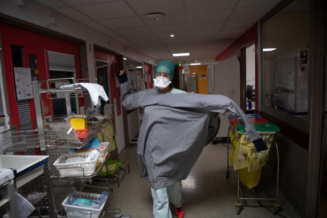 Une membre du personnel médical du CHU de Brest, en novembre 2020.