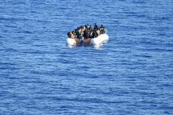 Des migrants, venant du Nigeria, du Ghana, du Sénégal ou de Sierra Leone, dans une embarcation en Méditérannée, en septembre 2015.