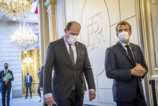 Emmanuel Macron et Jean Castex arrivent au palais de l'Elysée pour présenter le plan «France 2030», à Paris, le 12 octobre 2021.