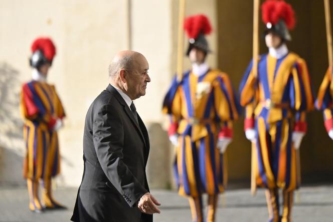 Le ministre des affaires étrangères, Jean-Yves Le Drian, le 18 octobre au Vatican.