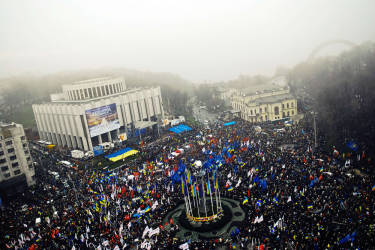 A general view of the Ukrainian opposition rally in Kiev on November 24, 2013. Pro-West Ukrainians on Sunday staged the biggest protest rally in Kiev since the 2004 Orange Revolution, demanding that the government sign a key pact with the European Union and clashing with police. AFP PHOTO/ YAROSLAV DEBELYI