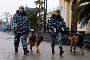 Russian police patrol outside a train station in the Adler district of Sochi, January 23, 2014. Sochi will host the 2014 Winter Olympic Games from February 7 to 23. REUTERS/Alexander Demianchuk (RUSSIA - Tags: SPORT OLYMPICS CITYSCAPE)