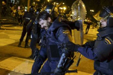 "An injured anti-riot policeman reacts during clashes at the end of a march dubbed ""the Marches for Dignity 22-M"" to protest against austerity in Madrid on March 22, 2014. Eight ""columns"" of demonstrators, who have traveled from Andalusia, Catalonia, Asturias or Extremadura and other Spanish regions in an attempt to highlight the plight of struggling Spaniards, converged on Madrid today for a mass protest.   AFP PHOTO/ PEDRO ARMESTRE"