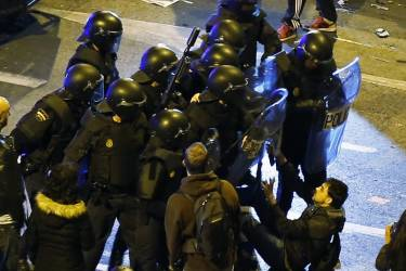 "Riot police confront a protester after disturbances broke out at the end of a demonstration which organisers have labelled the ""Marches of Dignity"" in Madrid, March 22, 2014. Hundreds of thousands of Spaniards rallied in Madrid on Saturday against poverty and EU-imposed austerity in a largely peaceful protest later marred by violent clashes in which police fired rubber bullets. The so-called ""Dignity Marches"" brought hundreds of thousands to the capital, according to estimates of Reuters witnesses. Travelling from all over Spain, they were protesting in support of more than 160 different causes, including jobs, housing, health, education and an end to poverty. REUTERS/Paul Hanna  (SPAIN - Tags: POLITICS CIVIL UNREST BUSINESS)"