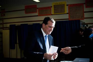 Louis Aliot, bureau de vote, ecole d'Alembert. Elections municipales. Perpignan, France. Le 23/03/2014