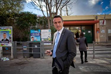 Marseille, le 23 mars 2014. StŽphane Ravier visite le bureau de vote avenue st jŽrome, dans le 13 me arrondissement.