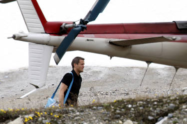 French goalkeeper Mickael Landreau walks to board a helicopter upon his departure from Tignes, French Alps May 28, 2008. Landreau is amongst the seven excluded from coach Raymond Domenech's official 23-man squad for the Euro 2008 Championship.    REUTERS/Charles Platiau (FRANCE) (EURO 2008 PREVIEW) - RTX692A