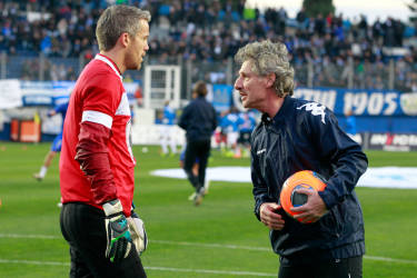Bastia's French goalkeeper Mickael Landreau (L) warms up with former goalkeeper Jean-Luc Ettori (R) before the French L1 football match Bastia (SCB) against Evian ( ETGFC) at the Armand Cesari stadium in Bastia, Corsica, on December 1, 2013. Landreau equals today Ettori's record with 602 matches played in the French top division. AFP PHOTO / PASCAL POCHARD-CASABIANCA