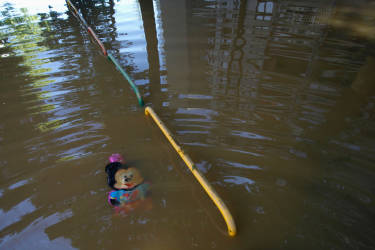 A toy is pictured in the flooded town of Obrenovac, southwest of Belgrade, May 19, 2014. Communities in Serbia and Bosnia battled to protect towns and power plants on Monday from rising flood waters and landslides that have devastated swathes of both countries and killed dozens of people. REUTERS/Antonio Bronic (SERBIA - Tags: DISASTER ENVIRONMENT)