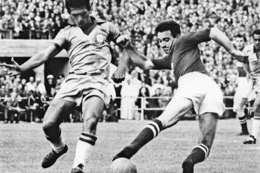 Forward Nikita Simonyan (R) from the Soviet Union loses control of the ball under pressure from Brazilian midfielder Orlando 15 June 1958 in Göteborg during the World Cup first round match between Brazil and the Soviet Union. Brazil beat the Soviet Union 2-0 on two goals by forward Vava. AFP PHOTO
