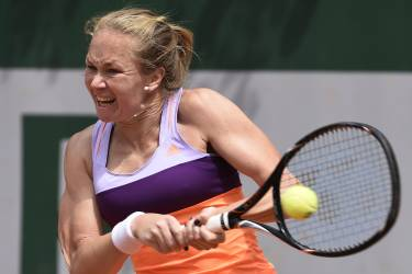 Israel's Julia Glushko hits a return to Belgium's Kirsten Flipkens during their French tennis Open second round match at the Roland Garros stadium in Paris on May 29, 2014. AFP PHOTO / PASCAL GUYOT
