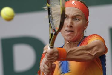 Russia's Svetlana Kuznetsova returns the ball during the second round match of the French Open tennis tournament against Italy's Camilla Giorgi at the Roland Garros stadium, in Paris, France, Thursday, May 29, 2014. (AP Photo/Michel Spingler)