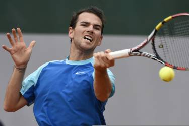 France's Adrian Mannarino returns the ball to Spain's Guillermo Garcia-Lopez during their French tennis Open second round match at the Roland Garros stadium in Paris on May 29, 2014.  AFP PHOTO / DOMINIQUE FAGET