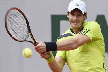 Great Britain's Andy Murray returns the ball to Australia's Marinko Matosevic during their French tennis Open second round match at the Roland Garros stadium in Paris on May 29, 2014.  AFP PHOTO / DOMINIQUE FAGET