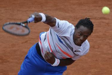 France's Gael Monfils serves to Germany's Jan-Lennard Struff during their second round match of  the French Open tennis tournament at the Roland Garros stadium, in Paris, France, Thursday, May 29, 2014. (AP Photo/Michel Euler)
