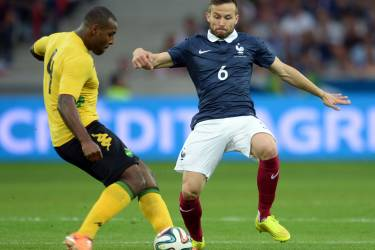 France's midfielder Yohan Cabaye (R) vies with Jamaican's forward Morgan Westley during the friendly football match between France and Jamaica at the Pierre Mauroy stadium, on June 08, 2014, ahead of the 2014 FIFA World Cup football tournament. AFP PHOTO / DENIS CHARLET
