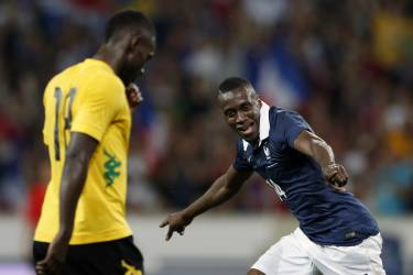 France's Blaise Matuidi celebrates his second goal during their friendly soccer against Jamaica at Pierre Mauroy Stadium in Villeneuve d'Ascq June 8, 2014. REUTERS/Pascal Rossignol (FRANCE - Tags: SPORT SOCCER WORLD CUP)