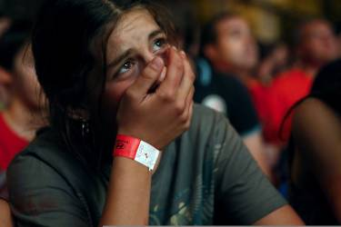 A Spain supporter cries as she watches the team's 2014 World Cup Group B soccer match against Netherlands on a giant screen at a fan park in Madrid, June 13, 2014. REUTERS/Juan Medina (SPAIN - Tags: SPORT SOCCER WORLD CUP TPX IMAGES OF THE DAY)