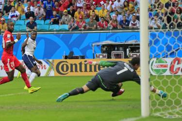 France's Blaise Matuidi watches as his kick goes past Switzerland's goalkeeper Diego Benaglio to score his side's second goal during the group E World Cup soccer match between Switzerland and France at the Arena Fonte Nova in Salvador, Brazil, Friday, June 20, 2014. (AP Photo/Bernat Armangue)