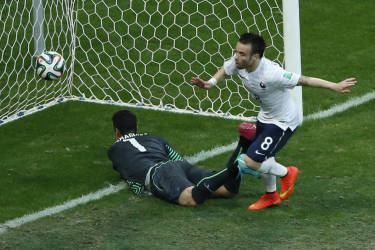 France's Mathieu Valbuena scores a goal during their 2014 World Cup Group E soccer match against Switzerland at the Fonte Nova arena in Salvador June 20, 2014. REUTERS/Fabrizio Bensch (BRAZIL  - Tags: SOCCER SPORT WORLD CUP)      TOPCUP