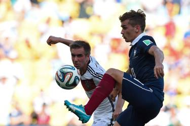 France's forward Antoine Griezmann (R) and Germany's defender and captain Philipp Lahm vie for the ball during the quarter-final football match between France and Germany at the Maracana Stadium in Rio de Janeiro during the 2014 FIFA World Cup on July 4, 2014.  AFP PHOTO / FRANCK FIFE