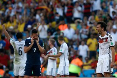 Germany's defender Mats Hummels (R) celebrates after winning the quarter-final football match between France and Germany 1-0 at the Maracana Stadium in Rio de Janeiro during the 2014 FIFA World Cup on July 4, 2014.  AFP PHOTO / ADRIAN DENNIS
