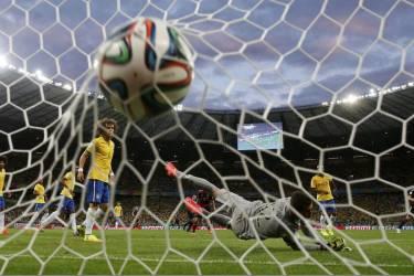 La défense brésilienne a connu une véritable déroute pendant la première mi-temps contre l'Allemagne.