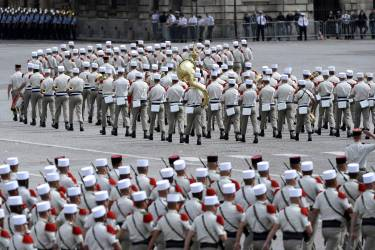 Soldiers of the French Foreign Legion parade on July 14, 2014 on the Champs Elysees avenue in Paris during the annual Bastille Day military parade. AFP PHOTO / STEPHANE DE SAKUTIN