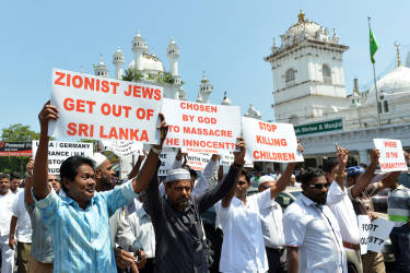 Sri Lankan Muslims stage a demonstration after Friday prayers to express solidarity with Palestinians in Gaza and denouncing Israeli attacks,  in the capital Colombo on July 18, 2014. The death toll in Gaza hit 264 as Israel pressed a ground offensive on the 11th day of an assault aimed at stamping out cross-border rocket fire, Palestinian medics said. AFP PHOTO/ Ishara S. KODIKARA