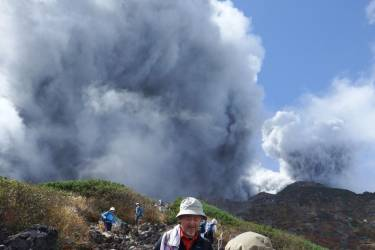 Climbers descend Mt. Ontake, which straddles Nagano and Gifu prefectures, to evacuate as the volcano erupts in central Japan September 27, 2014, in this photo taken  by a climber and released by Kyodo. The Mt. Ontake volcano erupted on Saturday, killing one woman and seriously injuring more than 30 people, officials and media said. The Japan Meteorological Agency said the volcano, 200 km (125 miles) west of Tokyo, erupted just before midday and sent ash pouring down the mountain's south slope for more than three km (two miles). Mandatory credit.   REUTERS/Kyodo (JAPAN - Tags: DISASTER ENVIRONMENT TPX IMAGES OF THE DAY)   ATTENTION EDITORS - THIS IMAGE HAS BEEN SUPPLIED BY A THIRD PARTY. IT IS DISTRIBUTED, EXACTLY AS RECEIVED BY REUTERS, AS A SERVICE TO CLIENTS. MANDATORY CREDIT. JAPAN OUT. NO COMMERCIAL OR EDITORIAL SALES IN JAPAN. YES
