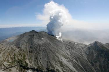 Volcanic smoke rises from Mt. Ontake, which straddles Nagano and Gifu prefectures, central Japan, in this September 28, 2014 photo taken and released by Kyodo. More than 30 people were feared dead on Sunday near the peak of the Japanese volcano that erupted a day earlier, sending a huge cloud of ash and rock tumbling down its slopes, while packed with hikers. Mandatory credit.   REUTERS/Kyodo (JAPAN - Tags: DISASTER ENVIRONMENT)  ATTENTION EDITORS - THIS IMAGE HAS BEEN SUPPLIED BY A THIRD PARTY. IT IS DISTRIBUTED, EXACTLY AS RECEIVED BY REUTERS, AS A SERVICE TO CLIENTS. MANDATORY CREDIT. JAPAN OUT. NO COMMERCIAL OR EDITORIAL SALES IN JAPAN. YES