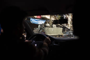 A view from the car shows an army tank on the Tripoli streets. Lebanese soldiers have taken control of the Tripoli neighborhood Bab el-Tabaneh , once a base for al-Qaeda-inspired fighters, after three days of fierce fighting that killed at least 16 and forced thousands to flee. Tuesday, October 28, 2014. Diego Ibarra Sánchez for LE MONDE