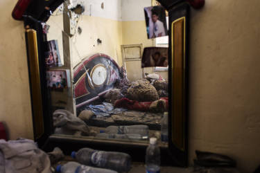 A view of a destroyed room of Abu Firis´s home after clashes between the Lebanese army and militants at the Bab el-Tabaneh district. Tuesday, October 28, 2014. Diego Ibarra Sánchez for LE MONDE