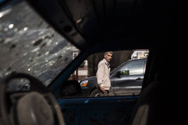 A view through a destroyed car shows a neighbor of Bab el-Tabaneh district. The battle has marked some of the worst fighting to spill over into Lebanon from the Syrian civil war next door. Tuesday, October 28, 2014. Diego Ibarra Sánchez for LE MONDE