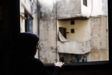 A relative of Rabaa Alozabi, a young Lebanese girl killed during the attacks, looks out the window. The Lebanese army took the last position held by Islamist militants in the northern city of Tripoli on Monday, ending two days of battles.  Tuesday, October 28, 2014. Diego Ibarra Sánchez for LE MONDE