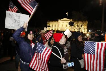 Supporters of U.S. President Barack Obama march in front of the White House in Washington, after he spoke live on television about relaxing U.S. immigration policy, November 20, 2014. Obama imposed the most sweeping immigration reform in a generation on Thursday, easing the threat of deportation for about 4.7 million undocumented immigrants and setting up a clash with Republicans.    REUTERS/Larry Downing   (UNITED STATES - Tags: POLITICS SOCIETY IMMIGRATION)